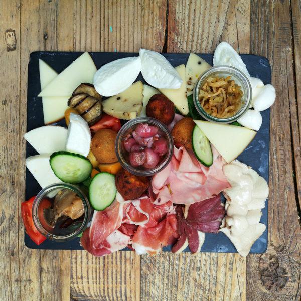 Degustazione dantipasti della Casa Come Delivery Come a la Maison Food Delivery and Takeaway Luxembourg 3