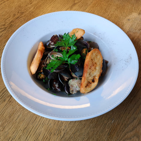 Sauté Mixte de Vongoles Moules Come Delivery Come a la Maison Food Delivery and Takeaway Luxembourg 1